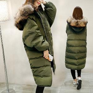 Дамско зимно яке с качулка с еко пух и пълнеж, подходящо за студените дни-зелено и черно.