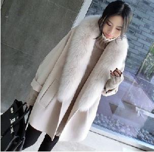 Женско есенно-зимно кашмирено палто в два цвята- слонова кост и светло сиво.