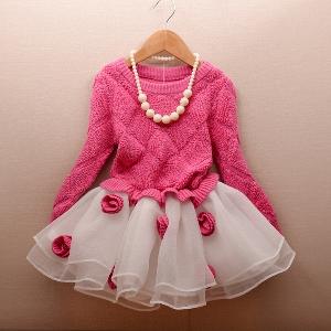 Детска есенна рокля с финно плетиво в горната част.