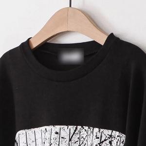Дамски дълъг спортен пуловер в сиво и черно