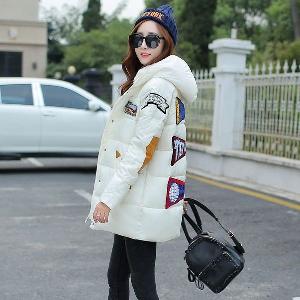 Зимни женски якета в бял, черен, червен, зелен цвят.