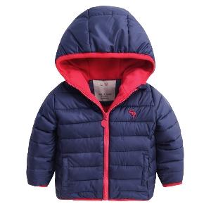 Дебели детски зимни якета с качулка  за момчета в шест цвята.