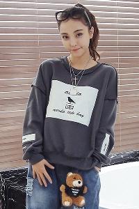 Дамски спортен пуловер в черно и сиво