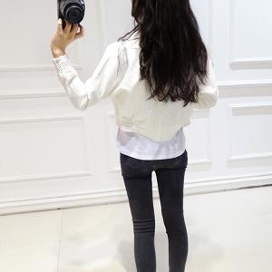 Бяло късо яке с дълъг ръкав с ластик