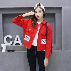 Σύντομη κομψό σακάκι σε μαύρο, κόκκινο και λευκό