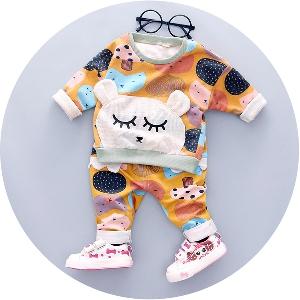 Детски комплекти в свежи етно мотиви в два цвята.