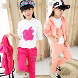 Детски есенен спортен екип за момичета от три части в розов и цикламен цвят.