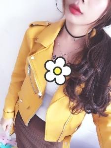 Женско кожено яке от изкуствена кожа в няколко цвята - червено, жълто и черно - Слим.