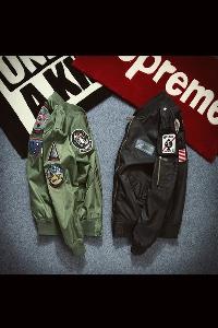 Ανδρικό  μπουφάν σε τέσσερα χρώματα - Μπλε Πράσινο Κόκκινο Μαύρο χρώμα.