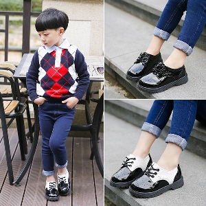 Елегантни детски обувки в черно и бяло