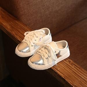 74b321d8114 badu.gr - Παιδικά παπούτσια σε λευκό με ασημί και χρυσό μπροστά.