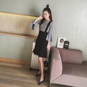 00351bfecca5 Γυναικείο κομψό σετ από μαύρο φόρεμα με τιράντες και γκρι μπλούζα ...