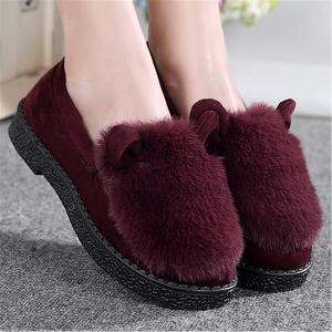 Λεπτές γυναικείες μπότες με γούνα σε μοβ και χρώμα χρώμα