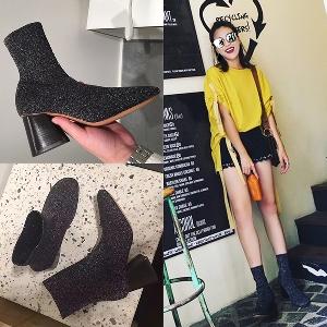 Καθημερινές  γυναικείες μπότες του φθινοπώρου σε μαύρο χρώμα και  ύψος  τακούνι 6-7 cm.