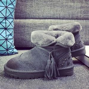 Κομψές ζεστές γυναικείες μπότες σε μαύρο, καφέ και γκρι χρώμα