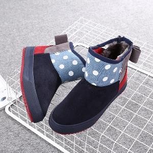 Κομψές γυναικείες  μπότες σε διάφορα χρώματα με  κορδέλα