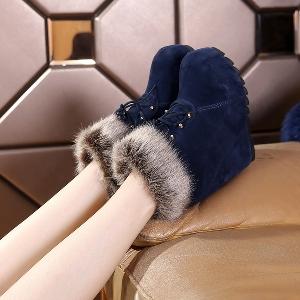 Κομψές γυναικείες μπότες με εσωτερική πλατφόρμα και γολυνα σε μαύρο και σκούρο μπλε χρώμα