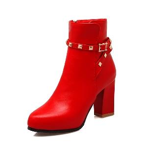 Μπότες για το  φθινοπώρο και το χειμώνα με παχιά ψηλά τακούνια - λευκό, μαύρο, κόκκινο, καφέ χρώμα.