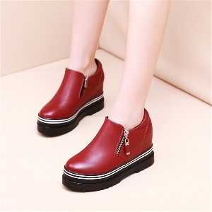 Γυναικεία παπούτσια με φερμουάρ σε μαύρο και κόκκινο χρώμα
