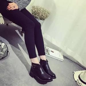 Стилни кожени дамски боти в черен и сив цвят с лек ток