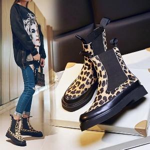 Есенни стилни леопардови боти с черна подметка от изкуствена кожа и плюшени