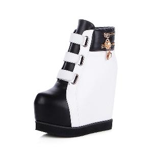 Женски боти - черни и бели с връзки и здрава платформа, материал изкуствена кожа