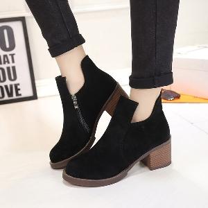 Κομψές γυναικείες μπότες  σε γκρι, γκρι, σκούρο γκρι και καφέ χρώμα