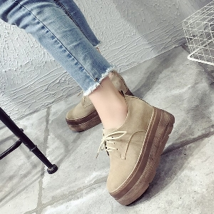 Неплъзгащи дамски обувки с висока подметка в кафяв, черен и бежов цвят