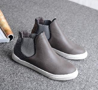 Γυναικείες δερμάτινες μπότες σε μαύρο, γκρι, καφέ και μπλε χρώμα