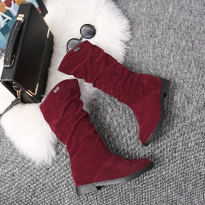 Дамски стилни зимни ботуши в чере, червен и кафяв цвят