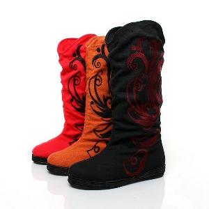 Дамски ботуши в черен, червен и оранжав цвят с бродерии