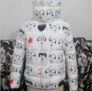 χειμώνα σακάκι των γυναικών σε διάφορα μοντέλα μαύρο, άσπρο, σκούρο μπλε με αστέρια