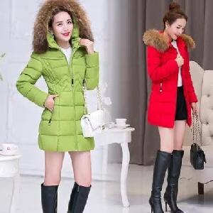 Дебело дамско дълго зимно яке с качулка и пух червено, тъмносиньо, червено, зелено памучно стилно и елегантно