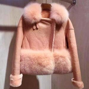 Οι γυναίκες υπέροχα ροζ δερμάτινο μπουφάν μαλακά και πολυτελή πουπουλένια
