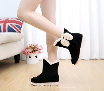 Ζεστές γυναικείες μπότες  σε μαύρο και κόκκινο χρώμα με κορδέλα