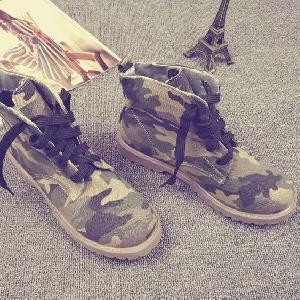 Γυναικείες Βρετανικές μπότες καμουφλάζ σε πράσινο και πορτοκαλί χρώμα