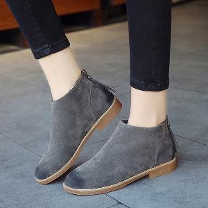 Γυναικείες κομψές μπότες σουέτ σε γκρι, μαύρο και καφέ με φερμουάρ