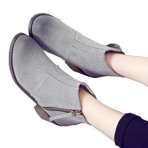 Γυναικείες  δερμάτινες μπότες σε στυλ ρετρό με φερμουάρ σε μαύρο και γκρι με τακούνι