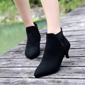 Κομψές γυναικείες σουέτ μπότες με λεπτό τακούνι σε μαύρο, κόκκινο και καφέ χρώμα