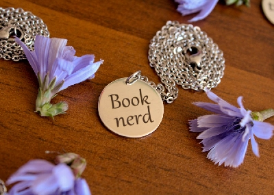 "Медальон ""Book nerd"""