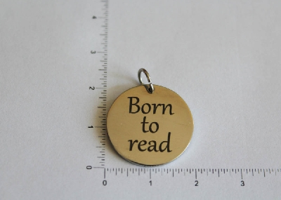 "Медальон ""Born to read"""