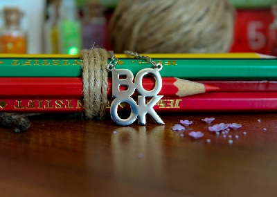 "Колие ""BOOK"""