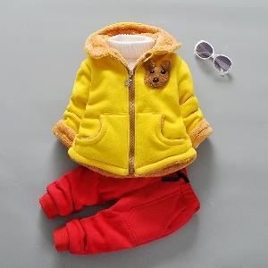 0951a79756b Παιδικά σετ με βελούδινη επένδυση και παντελόνι με διαφορετικούς  χρωματικούς συνδυασμούς κόκκινο, κίτρινο