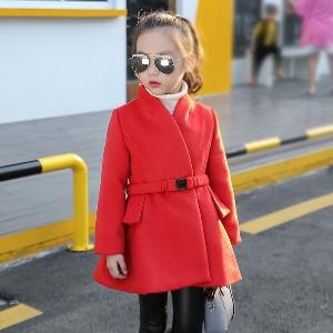 Παιδικό παλτό για κορίτσια σε κόκκινο και μαύρο χρώμα με ζώνη και κουμπιά  και ντεκολτέ σε 9b4042b4e73