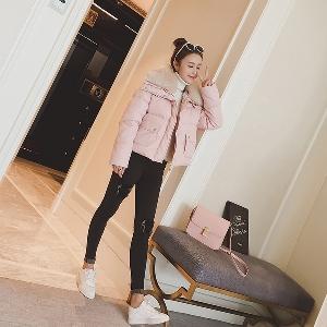 κοντό σακάκι των γυναικών τακτοποιημένα σε τρία χρώματα - μαύρο, ροζ και λευκό
