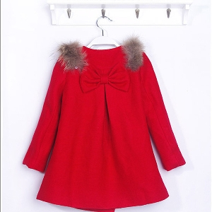 Παιδικό χοντρό παλτό για κορίτσια σε κόκκινο χρώμα - με γούνα και κορδέλα  στη πλάτη και 6ae81373322