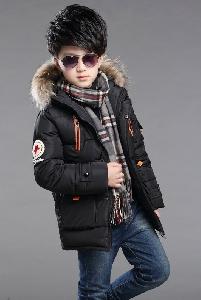 Дълго зимно яке за момчета с качулка и пух, в черен, червен и зелен цвят