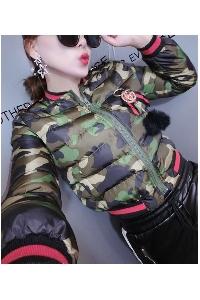 Дамско късо камуфлажно яке в три цвята.