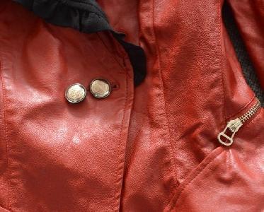 Дамско кожено яке с ципове, перли и текстил