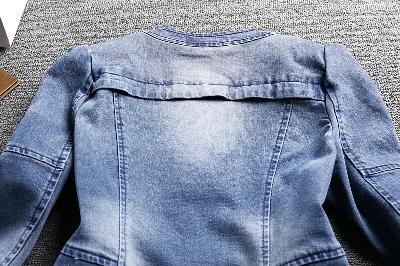 Екстравагантно дамско дънково сако с цип